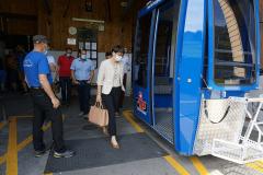 Gemeinderätin Luzia Gisler begibt sich in die neue Gondel